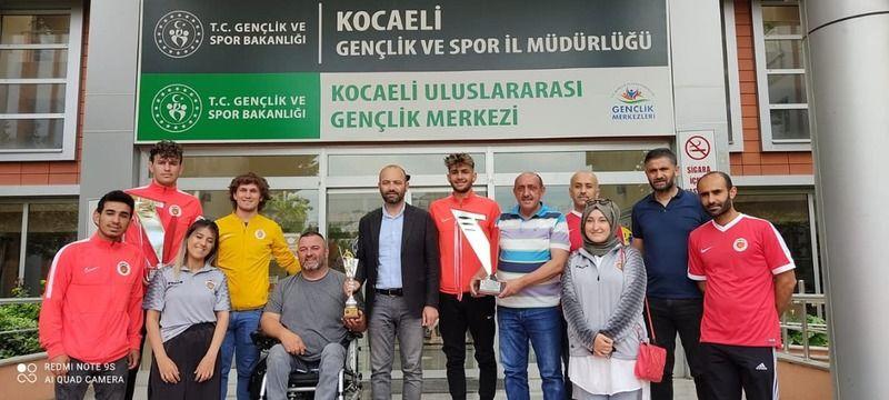 Şampiyonlar Müdür Aktürk'ü ziyaret etti