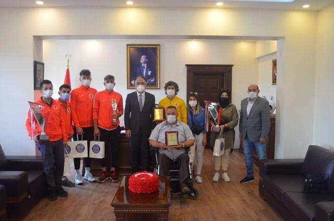Kaymakam Karabulut Şampiyonları onurlandırdı