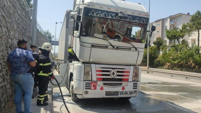 Gölcük D130 Karayolu'nda korkutan tır yangını