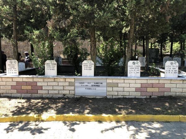 Aynı aileden 9 mezar yan yana, hepsinin ölüm tarihi aynı