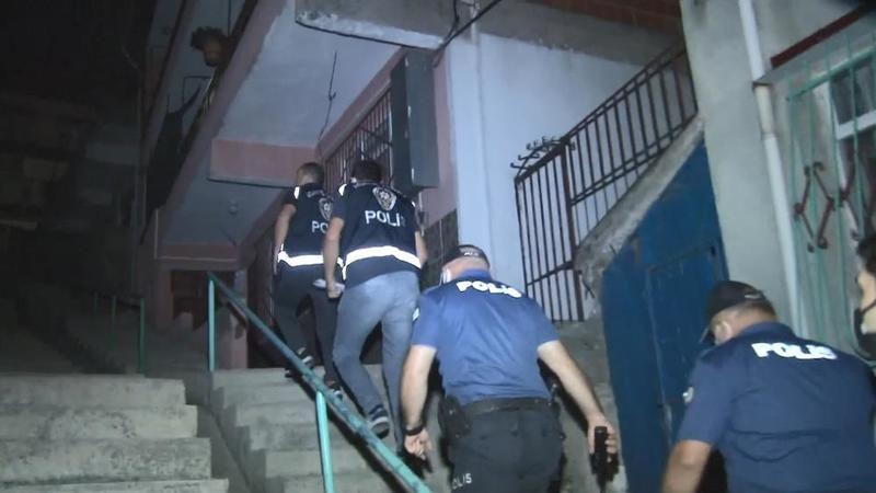 Çeşitli suçlardan aranan 16 kişi şafak operasyonunda yakalandı
