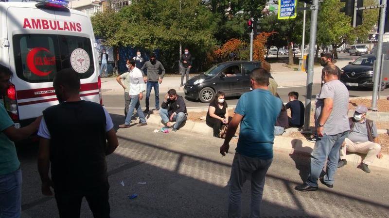 Kavşakta halk otobüsü ile servis otobüsü çarpıştı: 5 yaralı