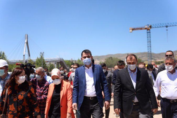 Murat Kurum müjdeyi Elazığ'dan duyurdu: Konutlar bir yıl içerisinde teslim edilecek!