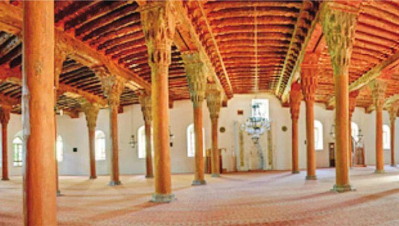 Kırk Direkli Camii: Afyonkarahisar Ulu Camii ve ahşap işçiliği