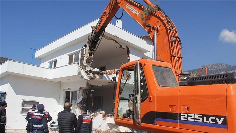 Datça'daki imara aykırı binaların yıkımı sürüyor