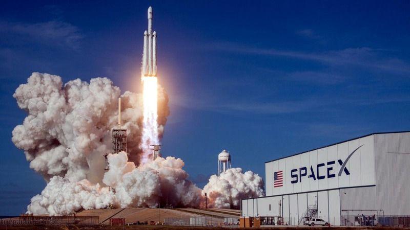 SpaceX, 4 astronotu uzay istasyonuna fırlattı