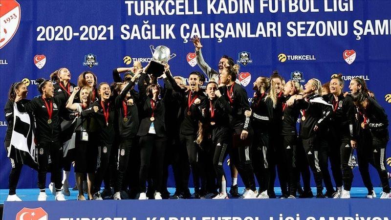 Turkcell Kadın Futbol Ligi'nde Beşiktaş Vodafone şampiyonluğu kaptı