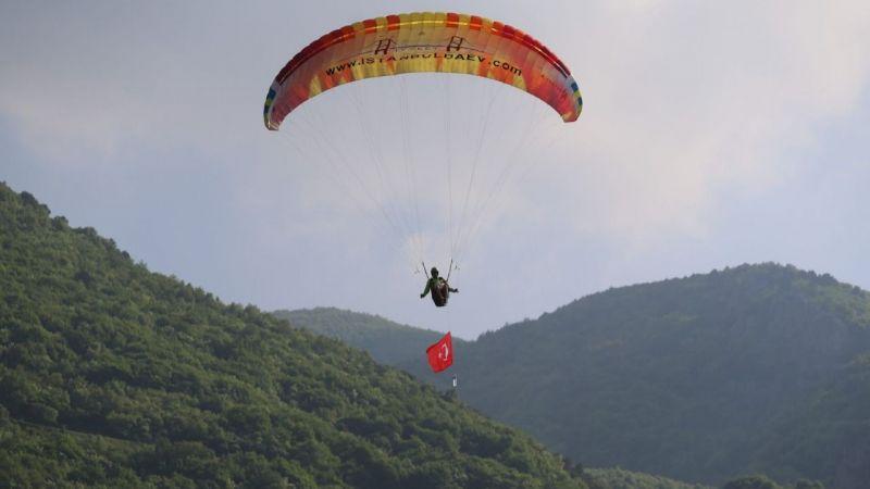 Kudüs özgürlüğüne paraşüt açıldı