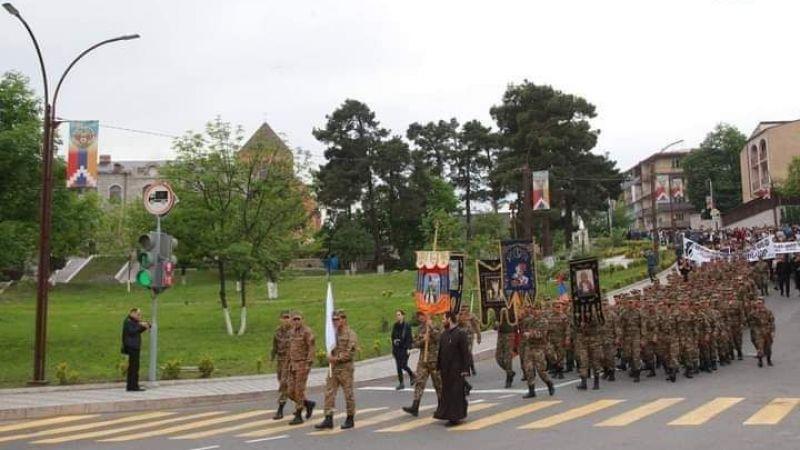 Ermenistan Karabağ'dan çekilmedi
