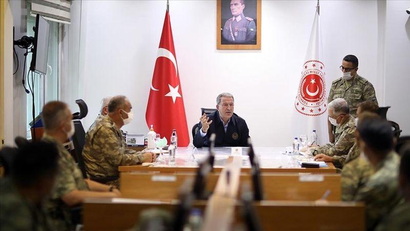 Bakan Akar ve TSK'nın komuta kademesi, sınır birliklerinde inceleme yaptı