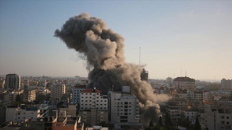 Terör devleti İsrail, Gazze'de sivillerin ikamet ettiği 14 katlı binayı vurdu