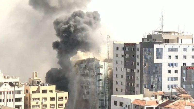 İsrail savaş uçakları el-Cezira ve AP'nin ofislerini vurdu