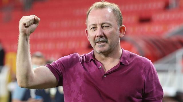 Sergen Yalçın'ın teknik direktör olarak ilk şampiyonluk sevinci