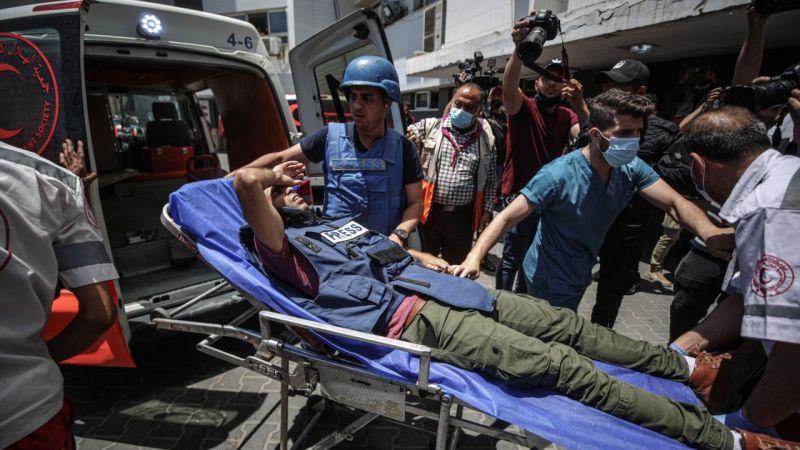 İsrail gazetecileri hedef almayı sürdürüyor: AA kameramanı yaralandı!