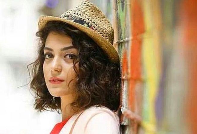Camdaki Kız billur kimdir? Camdaki Kız 'Billur' Merve Polat kimdir, nereli, boyu ve yaşı kaç?
