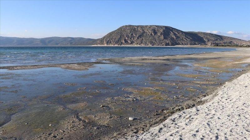 Salda Gölü sarımtrak renge büründü! Vali Arslantaş'tan açıklama