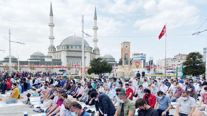 Taksim Camii'nden Ayasofya'ya fetih selamı