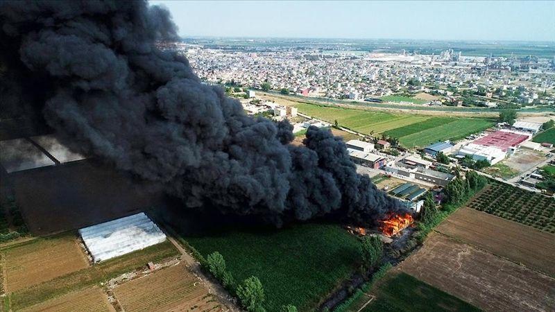 Adana'da geri dönüşüm tesisinin bahçesinde yangın çıktı! Müdahale sürüyor