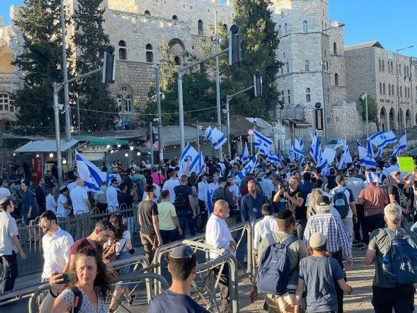 Yahudi yerleşimciler işgal altında olan Kudüs'te ''Bayrak Yürüyüşü'' düzenledi