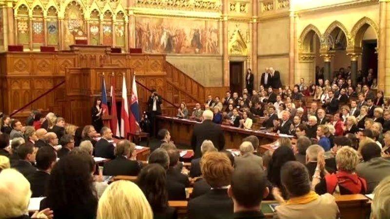 Macaristan sapkınlığa hayır dedi: Eşcinselliğe teşvik yasaklandı!