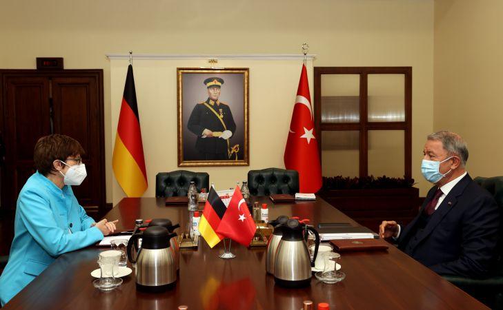 Hulusi Akar, Almanya Savunma Bakanı ile görüştü