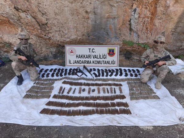 Hakkari'de terör örgütü PKK'ya yönelik operasyonda çok sayıda mühimmat ele geçirildi
