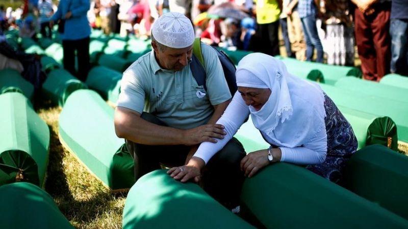 """Karadağ'da """"Srebrenitsa soykırımı""""nı inkar eden bakan görevden alındı"""