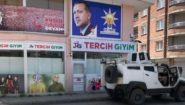 Ağrı'da AK Parti binasına saldırı girişimi! Provokatörler yine devrede