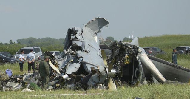 Rusya'da paraşütçüleri taşıyan uçak kaza yaptı: 4 kişi öldü