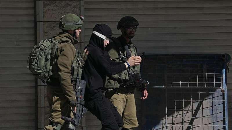 İşgalci İsrail askerleri 15 Filistinliyi göz altına aldı