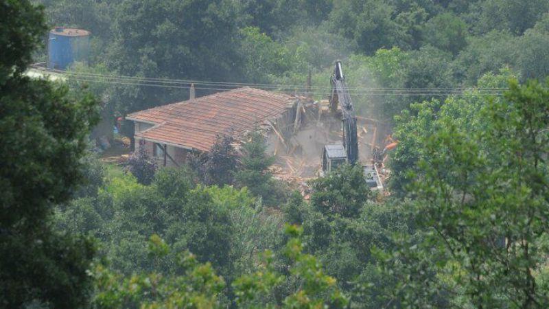 İYİ Partili Türkkan'ın çiftliğindeki kaçak yapıların yıkımına başlandı