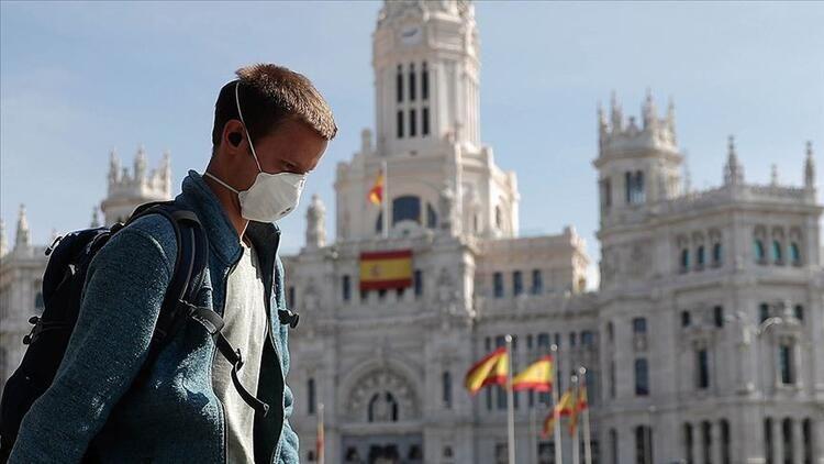 İspanya'da açık alanda maske takma zorunluğu kalkıyor