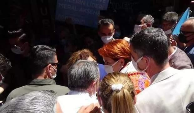"""Meral Akşener'e  """"Neden HDP ile kol kola yürüyorsunuz """" sorusu soran vatandaş darp edildi!"""