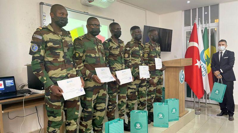 Senegalli askerler Türkçe diplomalarını aldı