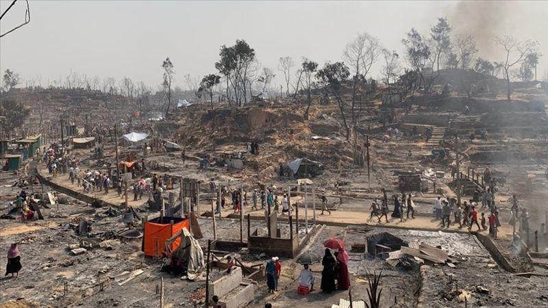 Bangladeş'te Arakanlı Müslüman mültecilerin kaldığı kampta yangın çıktı
