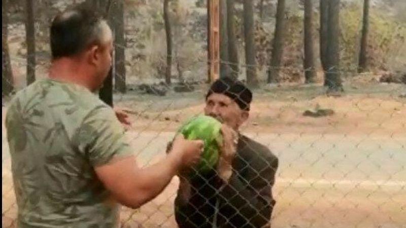 Antalya'daki Hüseyin dede yanan evinin bahçesindeki karpuzları orman işçilerine ikram etti