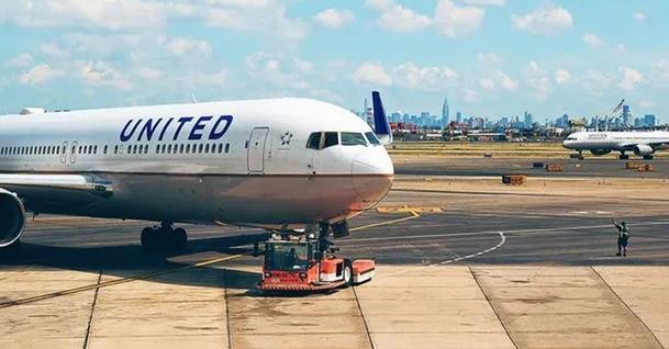 ABD'li havayolu şirketi United Airlines, çalışanlarına Covid-19 aşısı olma zorunluluğu getirdi