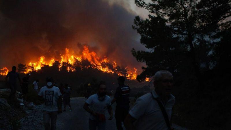 Yunanistan'da orman yangınları sebebiyle Atina-Selanik yolu kapatıldı