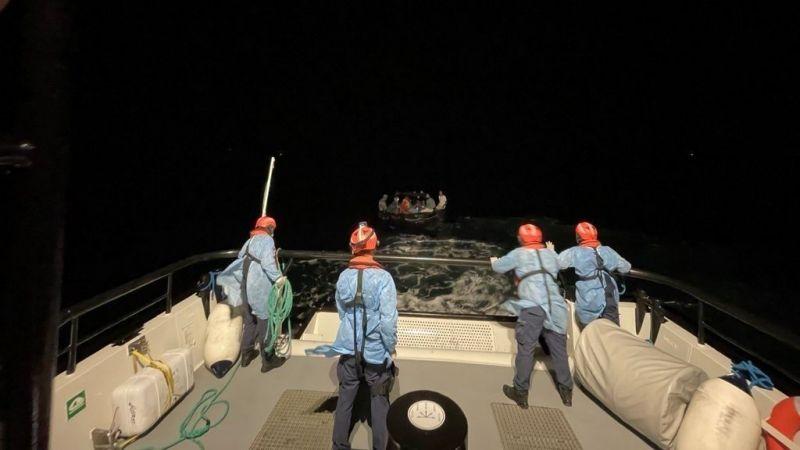 Aydın'da Yunanistan unsurlarınca Türk kara sularına geri itilen 14 düzensiz göçmen kurtarıldı