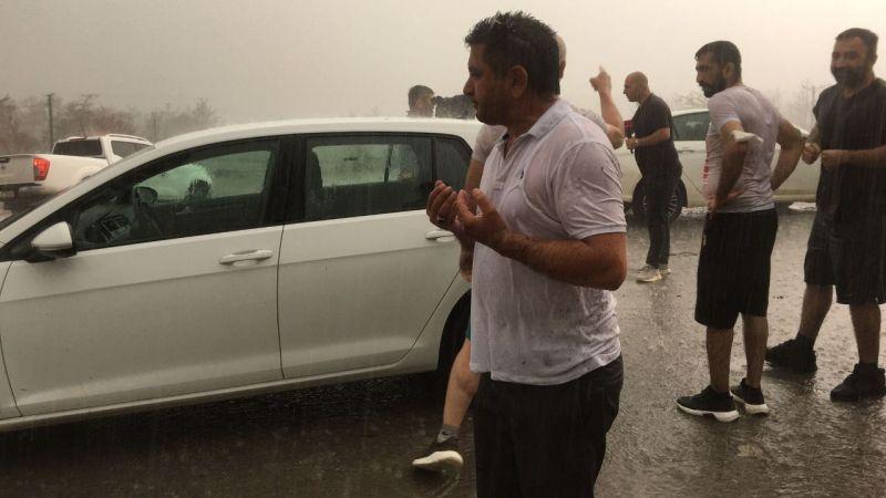 Manavgat'ın Kalemler Mahallesi'nde vatandaşlar yağmur mutluluğu yaşadı