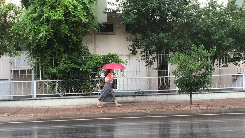 Antalya'da beklenen yağmur başladı