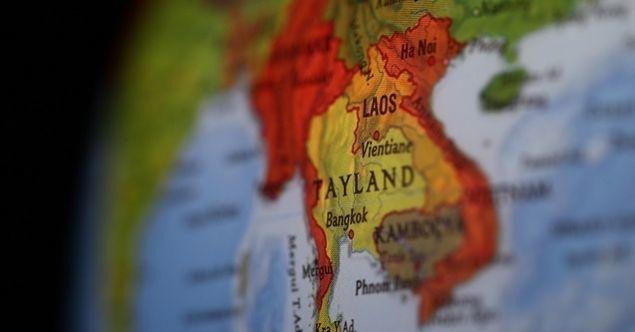 Tayland'da muhalifler polisle çatıştı