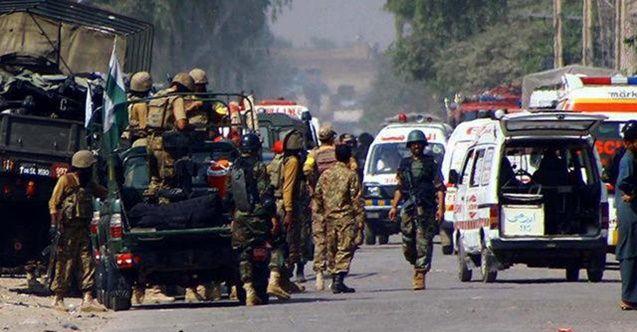 Pakistan'da bombalı saldırı: 2 polis öldü
