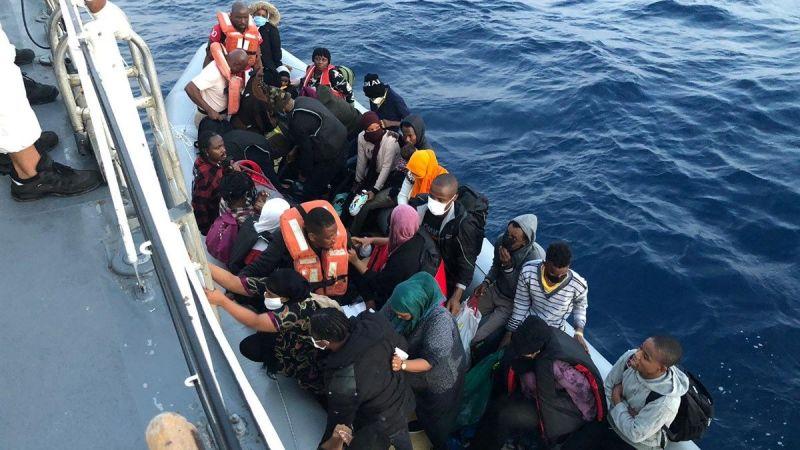 Yunanistan unsurlarınca İzmir'de Türk kara sularına geri itilen 34 düzensiz göçmen kurtarıldı