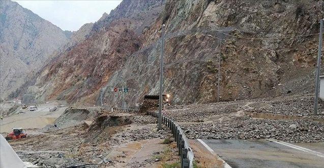 Artvin-Erzurum karayolu iki yerden kapandı