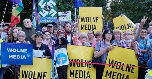 Polonya'dan yabancı medya kararı