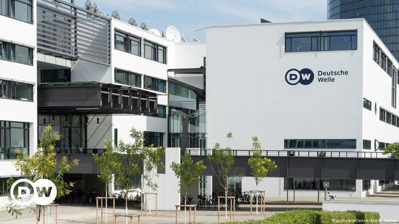 Alman yayın kuruluşu DW yine ikili oynadı