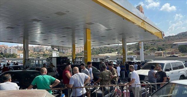 Lübnan'daki akaryakıt sıkıntısı kuyruklara neden oldu