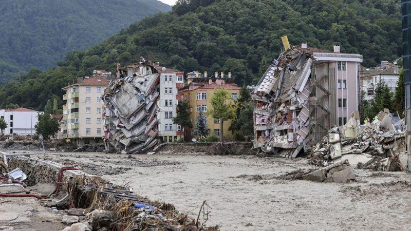 Selde yıkılan binanın müteahhidine gözaltı kararı