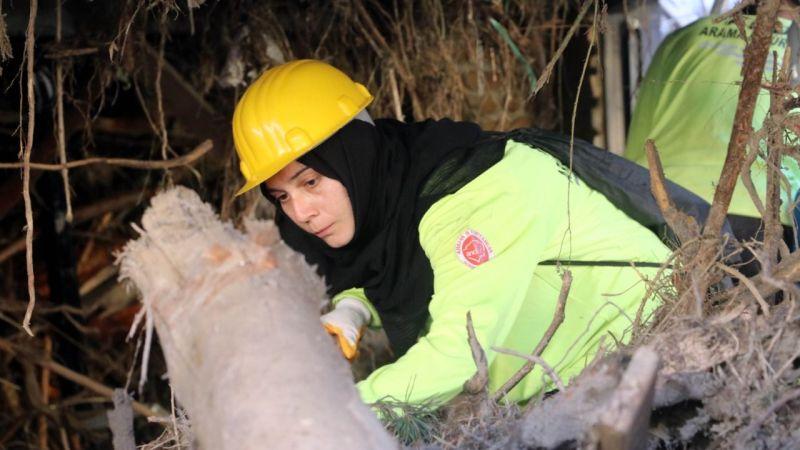 Almanya'da yaşayan ANDA gönüllüsü dönüşünü iptal ederek sel bölgesine geldi